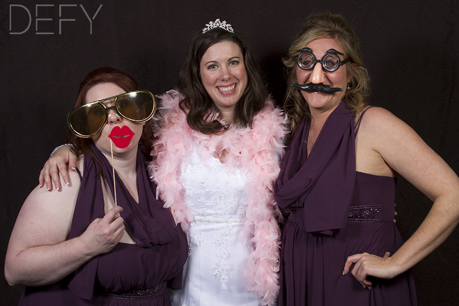 bride_bridesmaids_photobooth